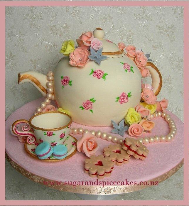 Vintage+Teapot+Cake+with+handmade+sugar+trinkets+~+-+Cake+by+Mel_SugarandSpiceCakes