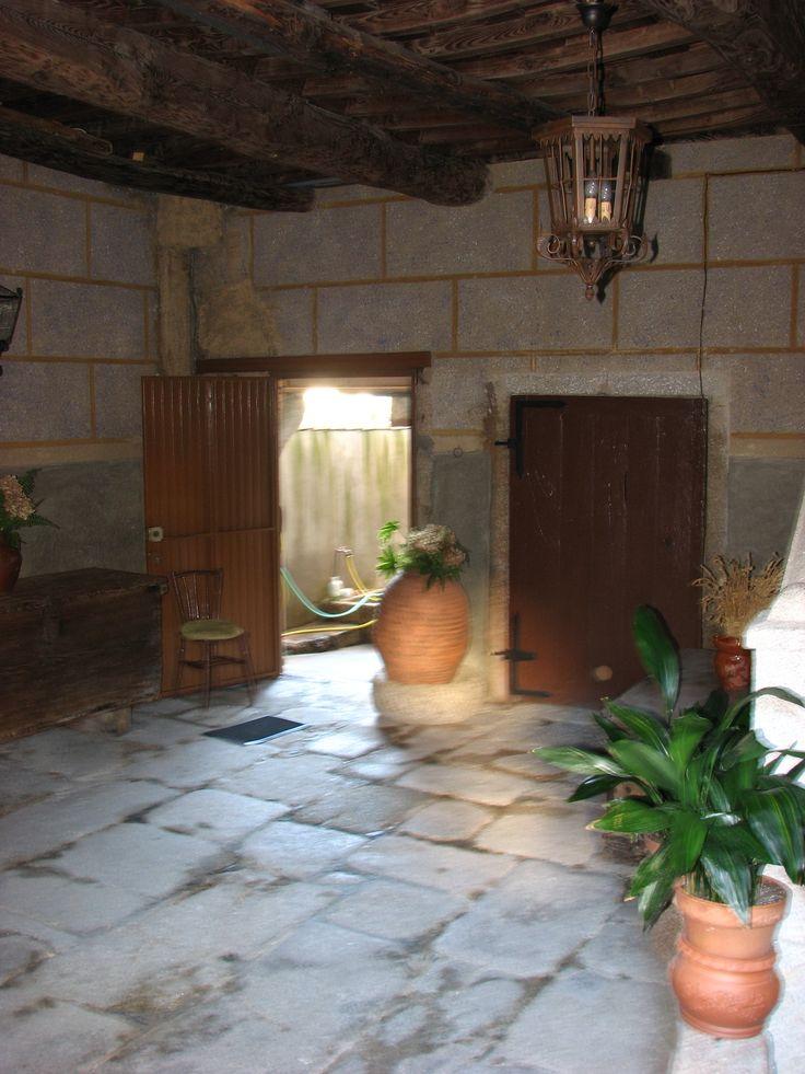 Interior del Palacio de Ojesto, en la Plaza Mayor de San Martín de Trevejo. Aquí se encuentra el Ara votiva dedicada a Xaalamati.