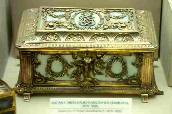 Topkapı Sarayı Sultan II. Abdulhamit 'in Mücevher Çekmecesi
