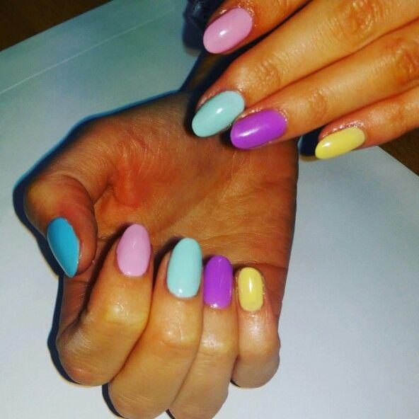 Summer bright nails