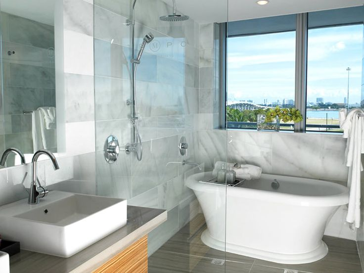 Casa Moderna has a stunning and inviting bathroom in Downtown Miami. #Vedere approved!