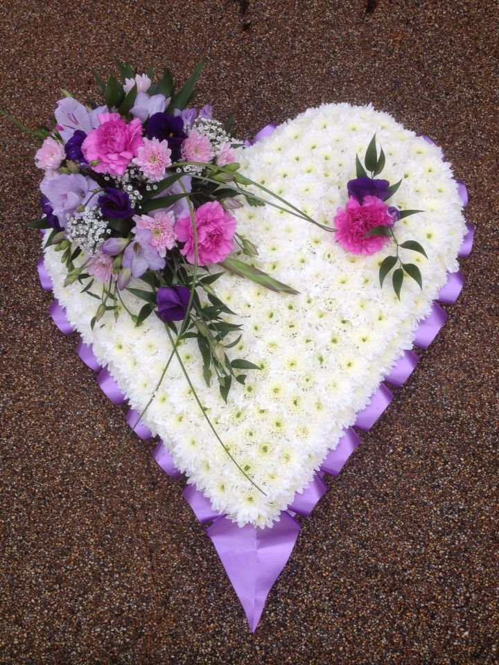 beautiful lilac and white heart    so pretty