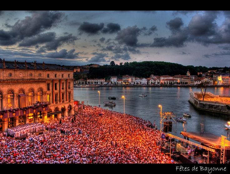 ★ Pays basque, les fêtes de Bayonne (France) ~ Karim SAARI © by Karim SAARI, via 500px