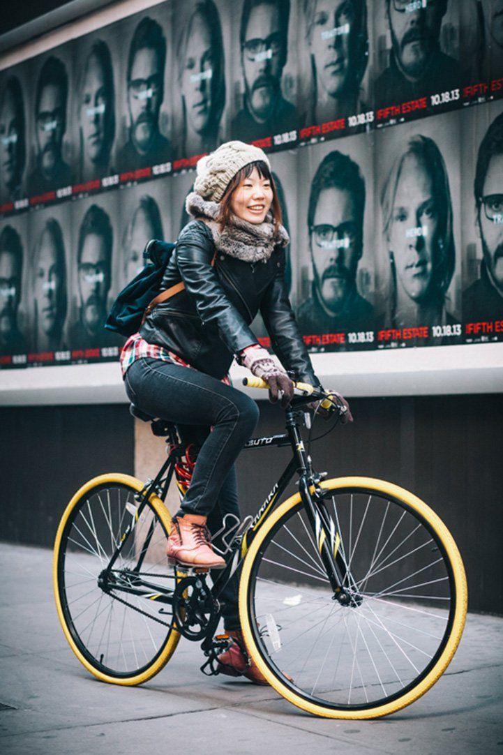 Estimulantes retratos de neoyorquinos posando junto a sus bicicletas