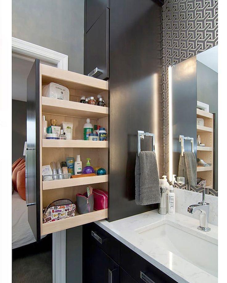 """Danuza Hauer no Instagram: """"Surpresa ao abrir o armário do banheiro  a porta é deslizante e tem compartimento pra deixar cada coisa em seu lugar !! ✔️✔️"""""""