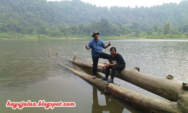 """Danau Situ Gunung    Setengah tiga sore kami meninggalkan Curug Sawer , """"tujuan selanjutnya menuju Danau Situ Gunung"""", kembali melewat..."""