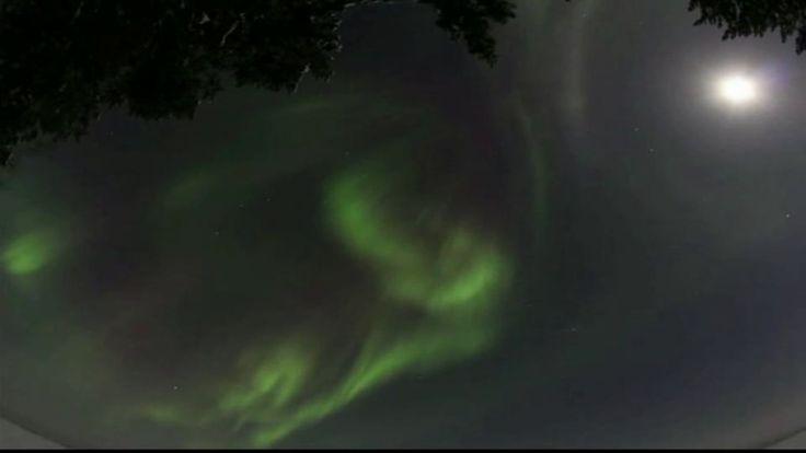 Revontulia 2011, kuvattu talvella ja syksyllä, kestoaika 00:03:05, kuvaaja Tapio Koski