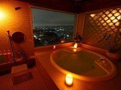 奈良市内でちょっとリッチに泊まりたければホテルニューわかさはピッタリのホテルだと思います ここの大浴場は高級感ある造りになっていてリッチな気分が味わえますよ さらにVIPになった気分になりたければ奈良の市街地を見渡せる貸切風呂もありかも 奈良公園や東大寺大仏殿まで徒歩分とアクセスも便利ですよ tags[奈良県]