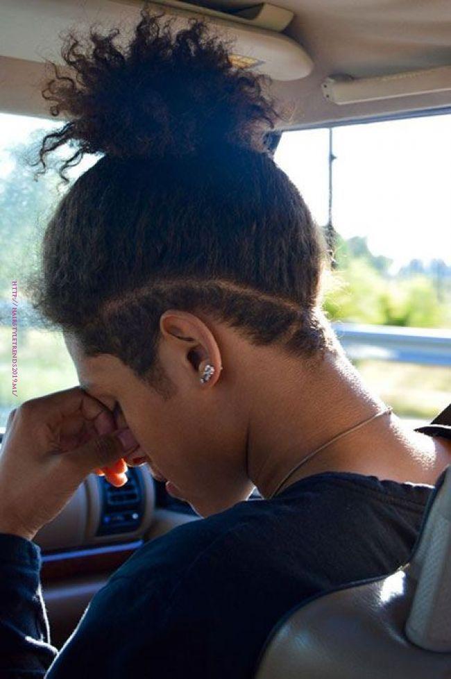 23 Lockige Frisuren Fur Schwarze Manner Locken Sind Hervorragend Und Sie Sind Sehr Beruhmt In Der Modebranche Hair Styles Undercut Long Hair Curly Hair Men