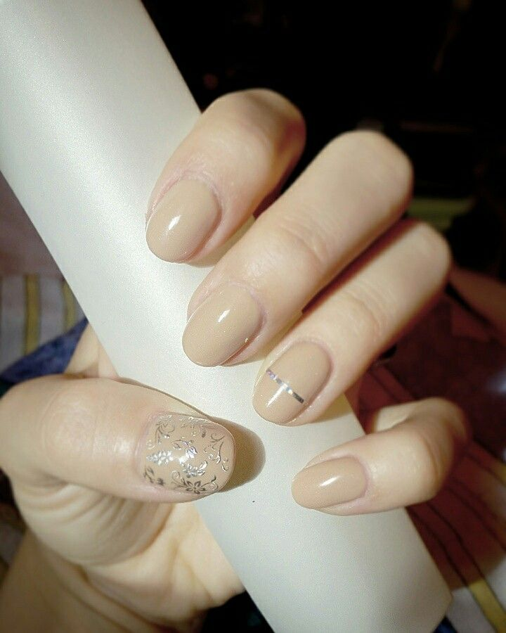 #nail #art #semilac #beige #nude #silver