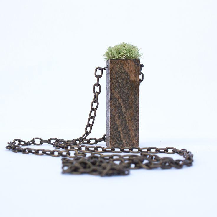Doğayı boynunuzda taşıyın. Yeni kolye serimiz çok yakında sizlerle! #beedesignandflowershop #art#aquarium#terrarium#design#decoration#glass#jar#interiordesign#indoorgardening#nature#treebowl#plant#moss#asparagus#justice#green#sculpture#succulent#sukulent#flower#concept#handmade#çiçek#tasarım#kolye#aksesuar#takı#bitki#yosun