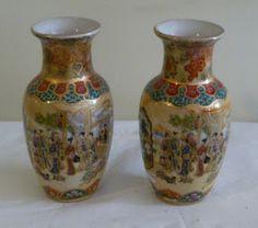 Par de vasos em  porcelana japonesa período Meiji