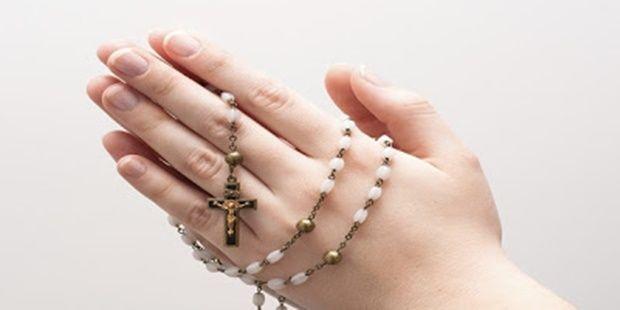 Confie no poder de Deus! Você pode fazer esta oração uma única vez ou também como novena: Pelo sinal da Santa Cruz, livrai-nos Deus Nosso Senhor..
