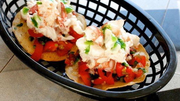 Creamy lobster tostada. Foto: Meny i P1