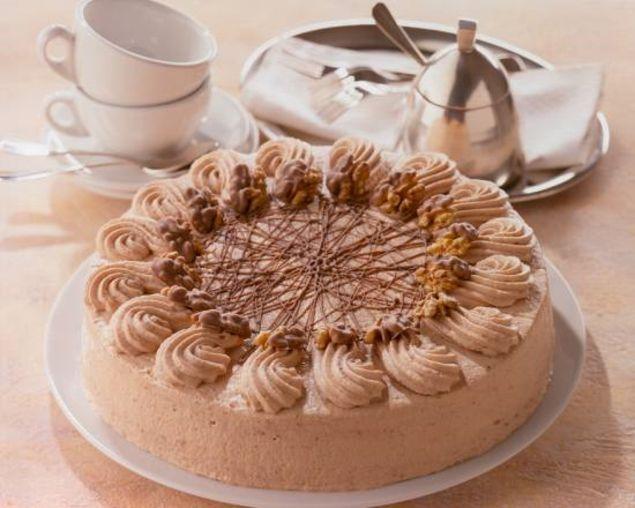 Walnuss-Nougat-Sahne-Torte - Eine sahnige Torte mit Nougatschokolade für die Kaffeetafel