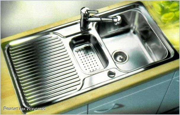 Поговорим о мойках  Около 60 % работ на кухне проводится с использованием мойки. Ее выбор для конкретной кухни производится индивидуально и зависит как от габаритов, так и от стиля помещения. Но в любом случае, мойка нужна вместительная, могущая выдержать высокую температуру, различные едкие чистящие средства и случайные удары.  Мойки различаются как по форме (круглые, угловые и т.д.), так и по конструкции (с одной или двумя чашами и т. д.), с сушилкой или без. Несмотря на то, что…
