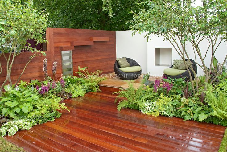 deck with great greenery