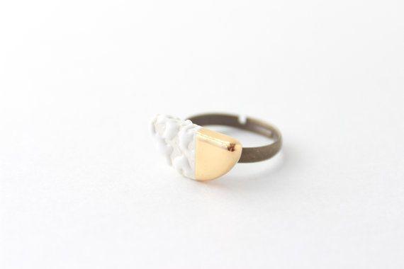 Mezzo cerchio anello anello in ceramica oro di quietclementine