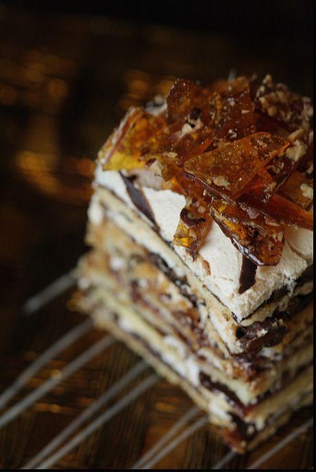 """""""Holiday"""" Cake / """"Празднечный"""" торт 250гр маргарина 3 ст. л. сметаны 4-4.5 ст. муки 1 ч. л. соды + 1 ст. л. уксуса Для безе – 6 белков 2 ст. сахара Так же вам понадобиться 750 гр. сливового повидла 2 ст. рубленых, жареных грецких орехов или pecans"""