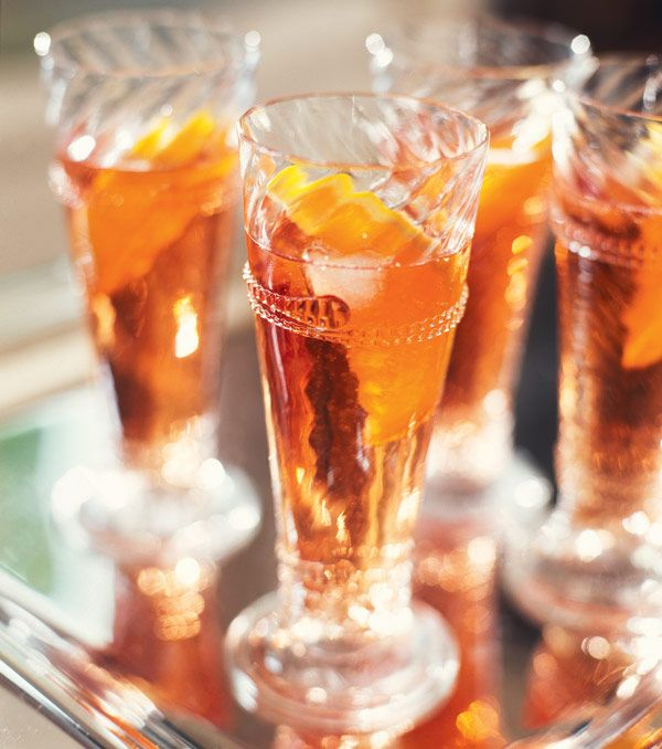 Martini orange/cannelle ★ 5 cL jus d'orange (1 orange) + 5 cL Martini blanc + 1 bâton de cannelle