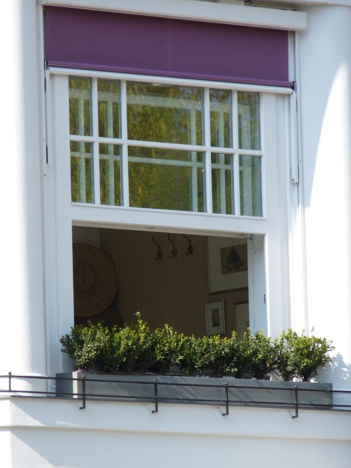 VILLA BAGATELLE Budapest, Németvölgyi út classic felfelé tolható ablak, rátétosztással   VILLA BAGATELLE Budapest, Németvölgyi street, classic upwards pusable window with narrow division