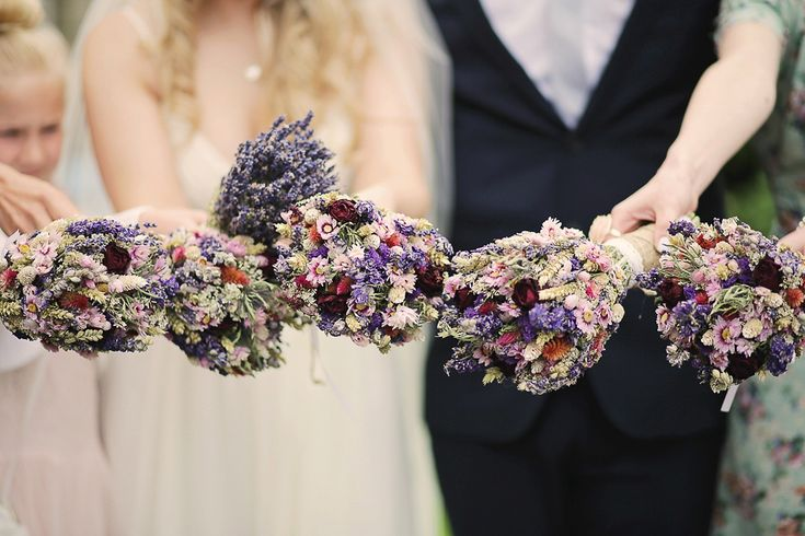 Rustic dried flower bouquets | Photography by Helen Russell.