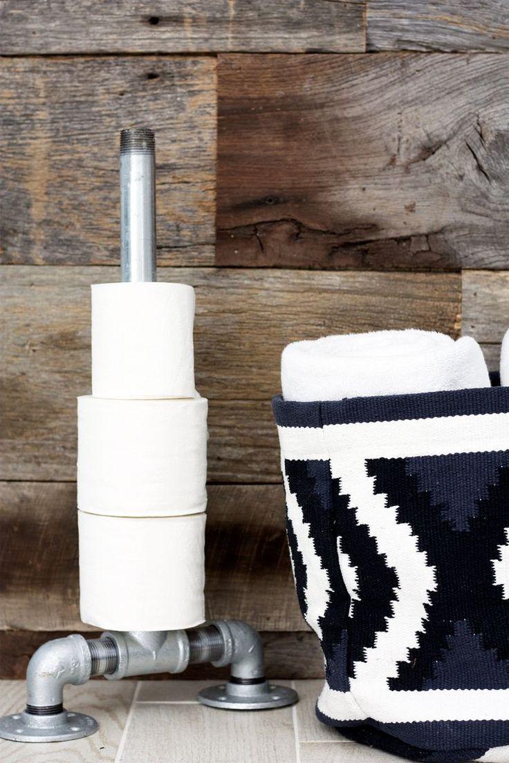 85 идей аксессуаров для ванной комнаты: создаем уют и красоту http://happymodern.ru/aksessuary-dlya-vannojj-komnaty/ Такой нестандартный держатель для туалетной бумаги больше подойдет для современного интерьера