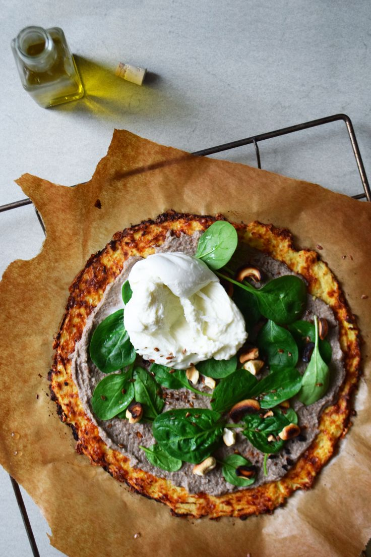 Cauliflower pizza, cream of mushrooms with truffle, creamy Burrata