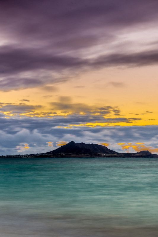 Hawaiian sunsets ... the islands boast some of the most stunning beaches on the planet, and this is a reason to plan a visit alone! Click pin through to post to check out our favorites!