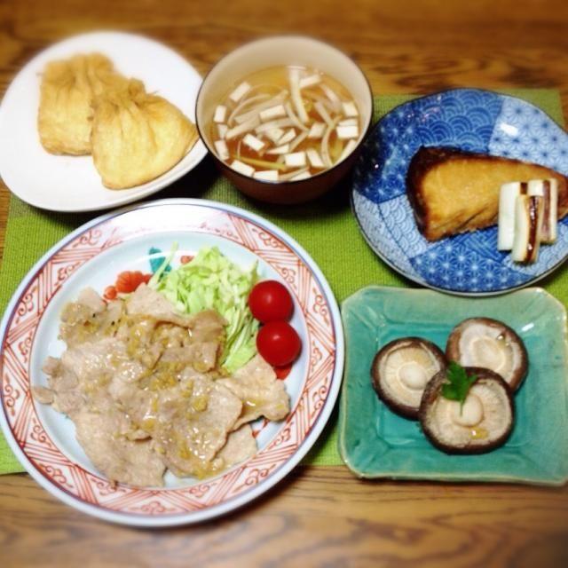 今夜は月末だから、ちょっと遅めの夕食でした。 - 122件のもぐもぐ - あぶたま煮物・中華風スープ・ブリ塩焼き・焼きしいたけ・豚生姜焼き by madammay