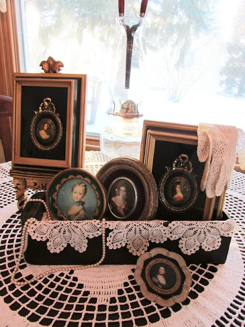 Victorian LadiesPink And Black Victorian, Decor Ideas, Clutter Blog, Organic Clutter, Christmas, Antiques Sewing, Sewing Drawers Perfect In, Machine Drawers, Lady Vignettes