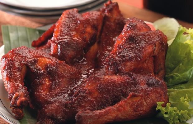 Ayam Bekakak Manis rasanya manis dan gurih, lezat disantap karena bercitarasa bumbu tradisional yang begitu meresap ke dalam daging ayamnya. Pedas, manis dan gurih jadi satu dalam kelezatan Resep Ayam Bekakak Manis. Resep ini membuatnya mudah dan pas disajikan di akhir pekan maupun di hari istimewa.