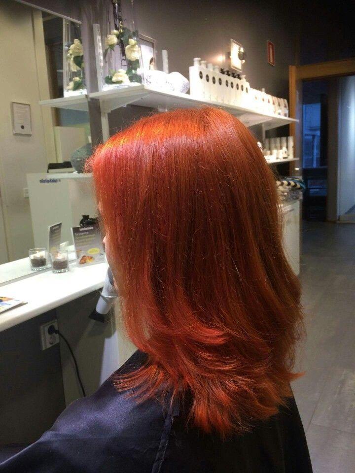 Radicon viinipunainen kasviväri yhdistettynä Elumenin RR@all #Elumen #Radico # turvallinen hiustenvärjäys #Tukkatalo Keilaranta