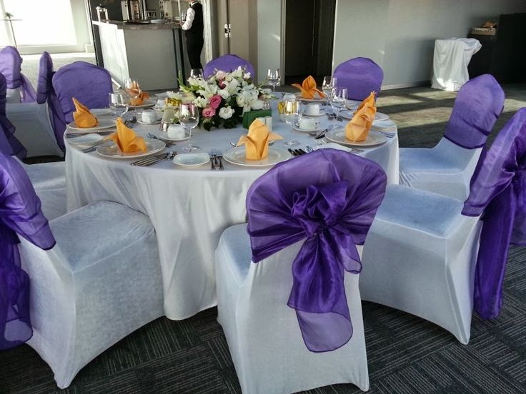 lila ve mor renklerde düğün salonları masa örtsü ve sandalyeleri kumaş giydirme ve kumaş süsleme dekorasyonu tekstil firmaları İLETİŞİM : +90 538 411 72 70
