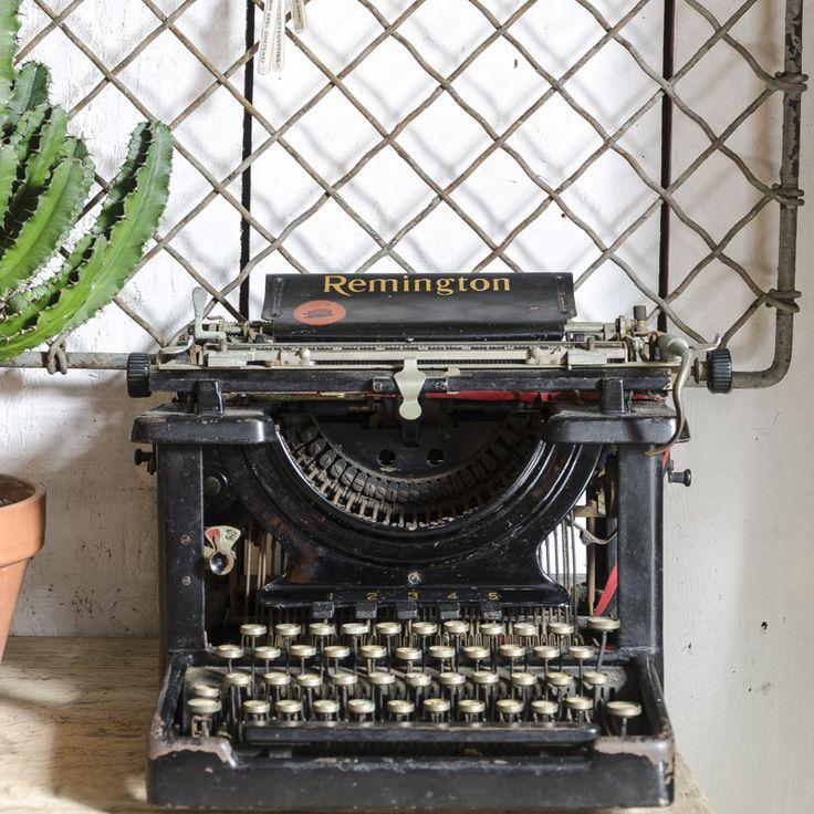 les 25 meilleures id es de la cat gorie machines crire. Black Bedroom Furniture Sets. Home Design Ideas
