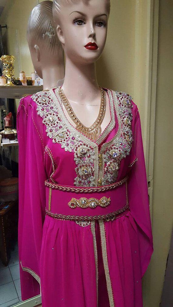 Retrouvez cet article dans ma boutique Etsy https://www.etsy.com/fr/listing/486734983/caftan-marocain-robe-mariage-rose-fushia