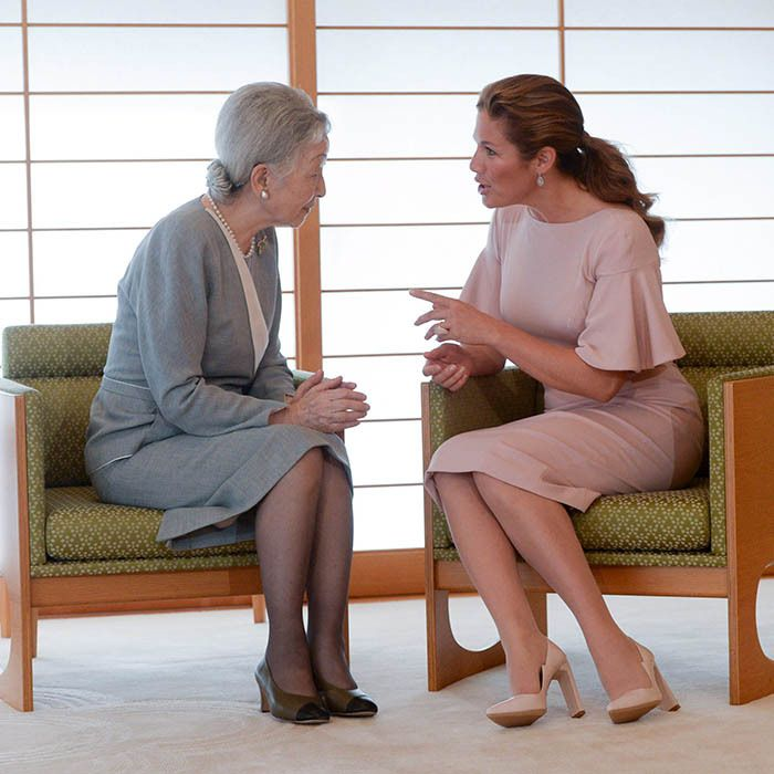 Clad in another pair of Zvelle pumps and a seashell pink dress with flared sleeves, Sophie had a heart-to-heart with Empress Michiko of Japan at the Imperial Palace in Tokyo.<br><p>Photo: © Getty Images</p>