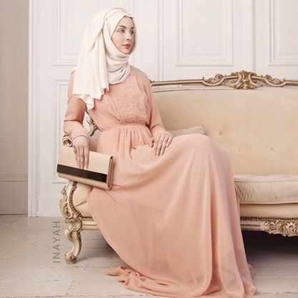 Peach Pleated Gown + Off White Hijab | INAYAH www.inayahcollection.com #inayah#abayas#modestdresses