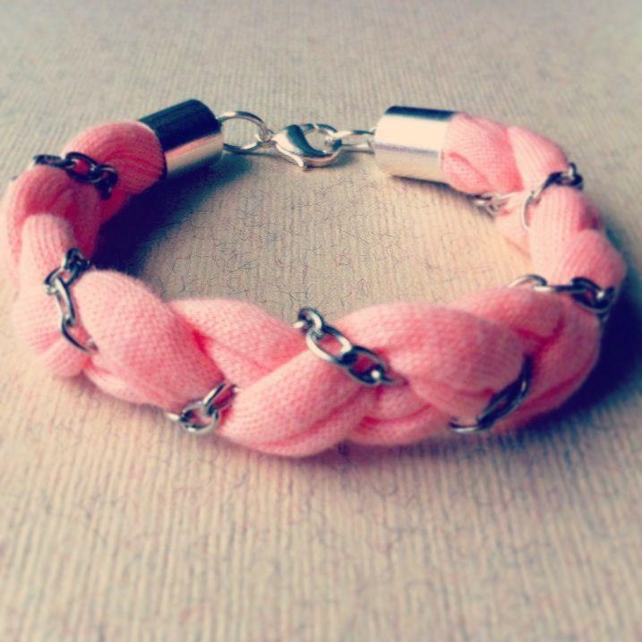 Pulsera de trapillo rosa y cadena