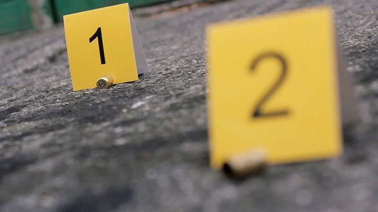 Dos hombres fueron asesinados para robarlos en La Bandera y San Martín -  Dos hombres murieron en hechos aislados luego de haber sido despojados de sus pertenencias, ambas víctimas recibieron disparos. Los hechos se registraron en La Bandera y la avenida San Martín de Caracas, a pocas horas de haber recibido el año 2018. Una de las víctimas quedó identificada como Jua... - https://notiespartano.com/2018/01/03/dos-hombres-fueron-asesinados-robarlos-la-bandera-san-martin/