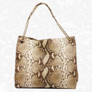 Elegantná kožená kabelka so vzorom hadej kože vyrobená z pravej prírodnej kože.  Kabelka je verná priateľka každej jednej ženy. Nosí Vaše cennosti a niekedy aj Vaše tajomstvá. Okrem funkčnosti taktiež spĺňa módny a estetický účel. Je skvelým doplnok ku každému oblečeniu a slúži ako moderný doplnok pre ženy.  http://www.vegalm.sk/produkt/kozena-kabelka-pyton-c-8246/