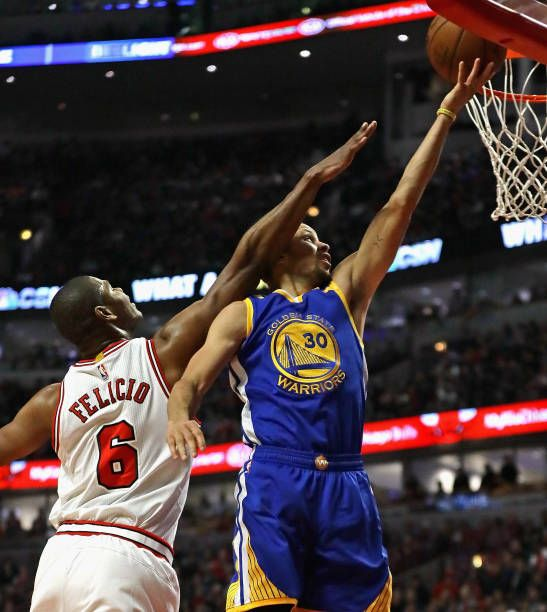 Stephen Curry of the Golden State Warriors drives to the basket past Cristiano Felicio of the Chicago Bulls at the United Center on March 2 2017 in...