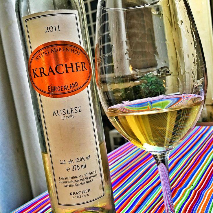 Momento Österreiches Auslese  Kracher Auslese Cuvée 2011 elaborado con Welschriesling y Chardonnay  #AustrianWine #Auslese #ÖsterreichesWein #Wine #WineLovers #WineTasting #WineLife #WineMoments #WineGeek #WinePorn #WineBloggers #WinePic #WinePhotography #Winegasm #WineEducation #PicoftheDay #PhotooftheDay #InstaGood #WineoftheDay #WineoftheNight #elvinet #Mayo2016
