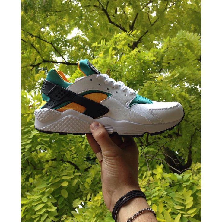 NEW TODAY! One of those most recognisable Nike silhouettes of the past few years gets the OG treatment everyone's been waiting for. Available now in store and online soon. 7-12, £90.  #Nike #huaraches #huarache #new #sneakers #trainers #newcollection #hype #seftonfashion #fashion #og #huaracherun #kicks #nikeair #air #menswear #london