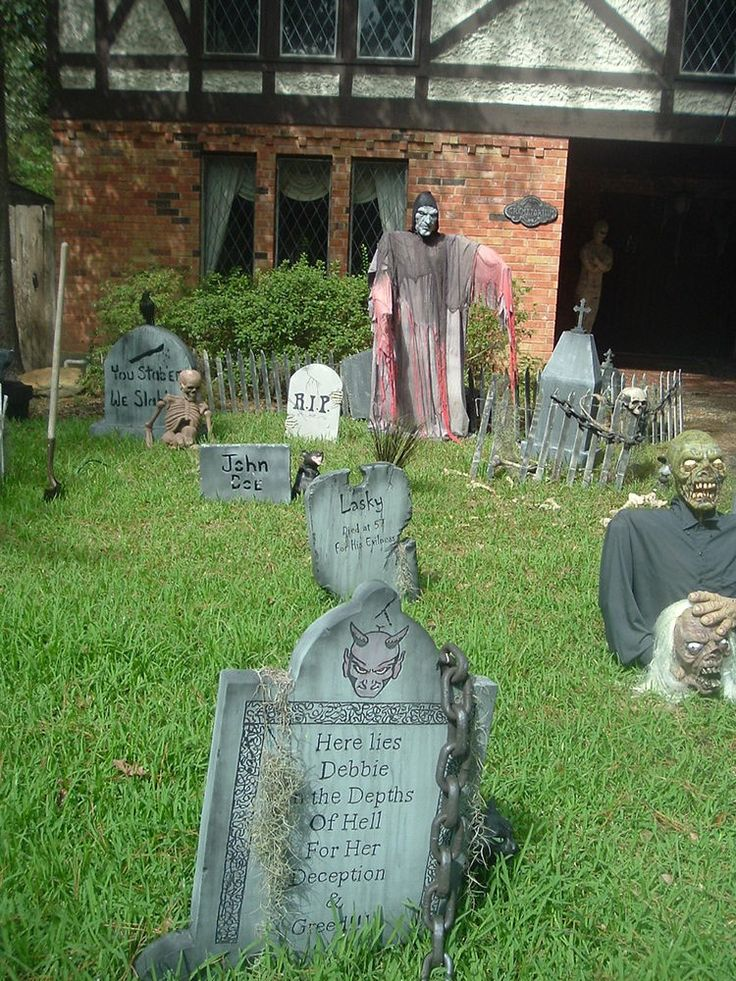 halloween yard decor the best outdoor halloween decorations - Homemade Halloween Decorations For Yard