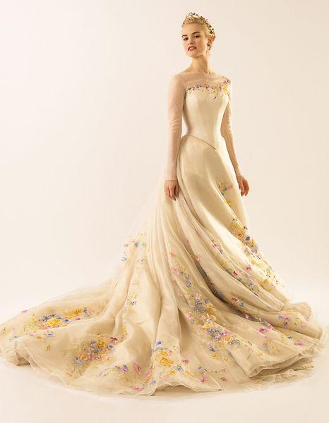 Photo disney-cinderella-movie-wedding-dress-photos02.jpg