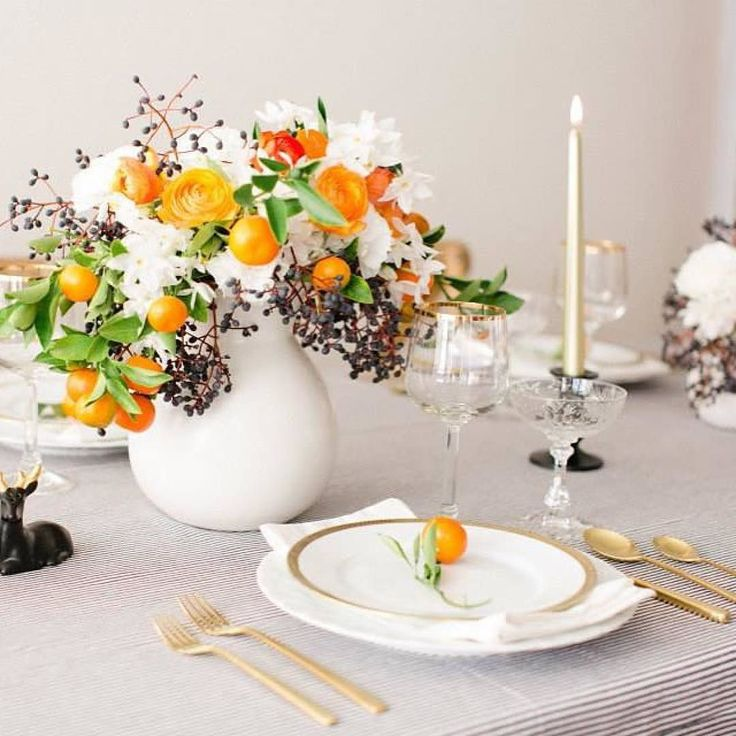 Sort of obsessed with this thanksgiving inspiration from @jacinfitzgerald! Clean simple and a great pop of color! Find it featured in @ruemagazine a while back.  @frances_lane  @_jessicaburke by latavolalinen