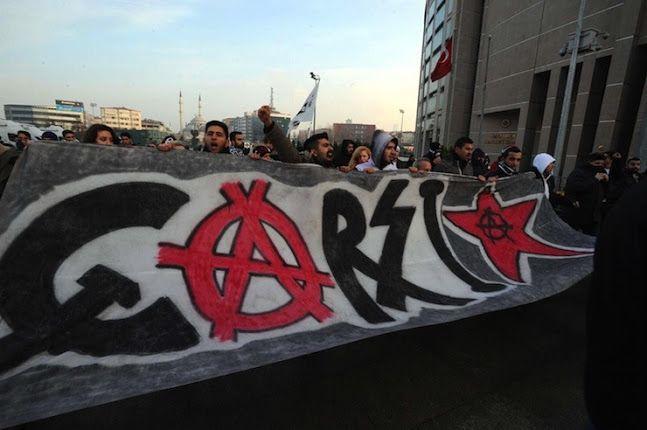 çArşı'dan, Beşiktaş'ı 'saraylı' ilan eden Orman'a: Sen olabilirsin, biz halkın takımıyız