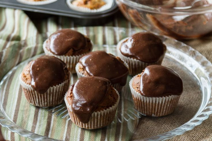 The best gluten free cupcake recipe. Made with tahini, bananas and chocolate. Healthy and easy to make, they will become your new favourite cupcake recipe!!!