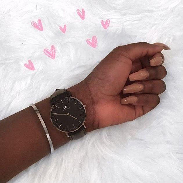 @chloekitembo daniel wellington all black watch nude nails on brown skin
